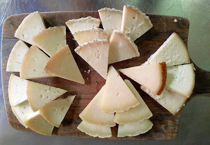 que hacer en cantabria comer quesos de liebana