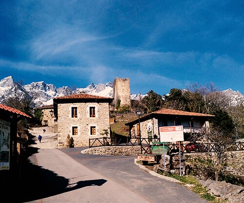 pueblo de mogrovejo taxi 4x4 cantabria hostal remona liebana