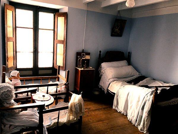 Habitación de la Casa de las Doñas - Qué ver en Liébana